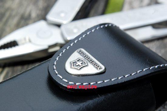 VICTORINOX - Alat serbaguna SwissTool X Plus