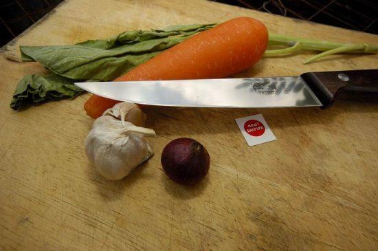 pisau dapur lurus Victorinox (hulu KAYU)