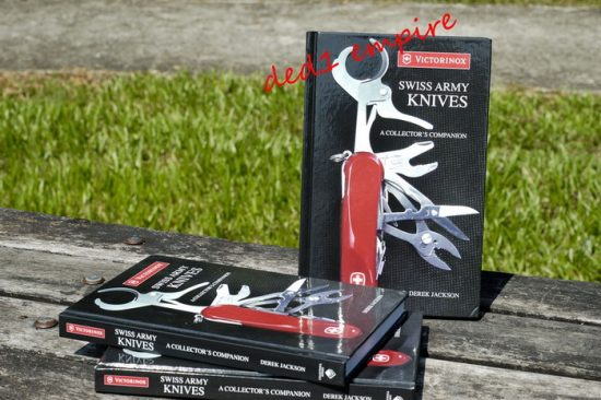"Buku koleksi ""Swiss Army Knives - A Collector's Companion"""